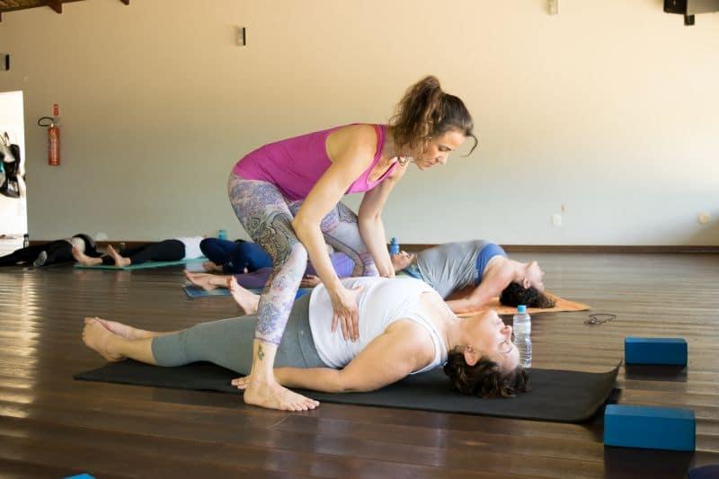 Chaitanya Mayi yoga roma 2019 correzione asana